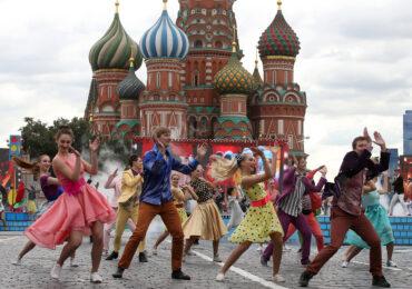 Новый год, День Победы и 8 марта: как спланировать PR-кампанию в России с учетом праздников